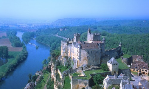 Come and experience the magical medieval Castles and Bastides in the Dordogne Valley